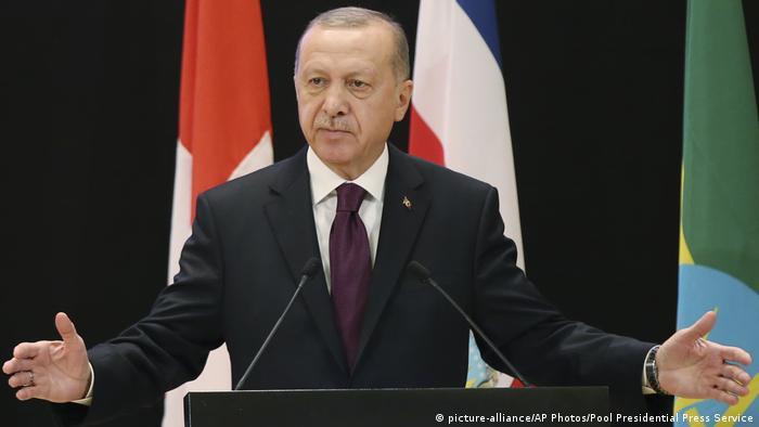 El presidente de Turquía, Recep Tayyip Erdogan, anunció que responderá a una petición del Gobierno libio de asistencia militar y que en enero someterá al Parlamento una moción para enviar tropas al país africano. (26.12.2019).
