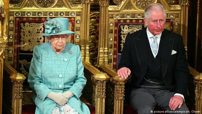 Großbritannien Parlamentseröffnung in London durch die Queen | mit Prince of Wales (picture-alliance/empics/A. Chown)