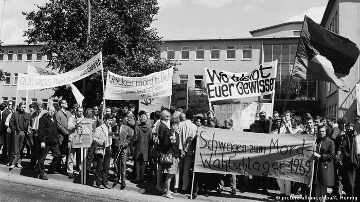 People demonstrate for the independence of Biafra in Bonn, 1968