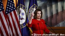 (191220) -- WASHINGTON D.C., Dec. 20, 2019 (Xinhua) -- U.S. House Speaker Nancy Pelosi addresses a press conference on the Capitol Hill in Washington D.C. Dec. 19, 2019. Nancy Pelosi said on Thursday that she would delay the delivery of impeachment articles against President Donald Trump to the Republican-led Senate in a bid to ensure a fair trial. (Photo by Ting Shen/Xinhua) | Keine Weitergabe an Wiederverkäufer.