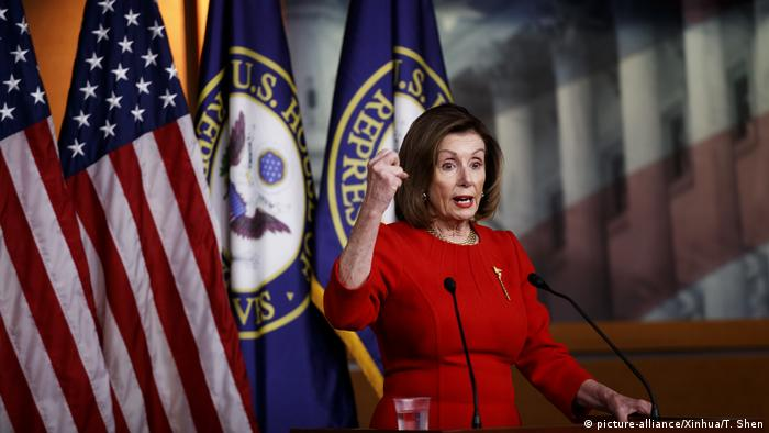 Демократы пытаются отложить импичмент Трампа в Сенате США | Новости из  Германии о событиях в мире | DW | 20.12.2019