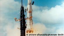 Das undatierte Astrium-Handout-Foto zeigt den ersten Start der europäischen Trägerrakete Ariane 1 mit der von ERNO in Bremen integrierten 2. Stufe. im Dezember 1979. Beim Raumfahrtunternehmen Astrium GmbH wird am Freitag (01.07.2011) in Bremen das Jubiläum 50 Jahre Raumfahrtstandort in Bremen gefeiert. Foto: Astrium dpa/lni | Verwendung weltweit