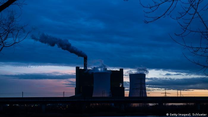Deutschland | Kohlekraftwerk Schkopau (Getty Images/J. Schlueter)