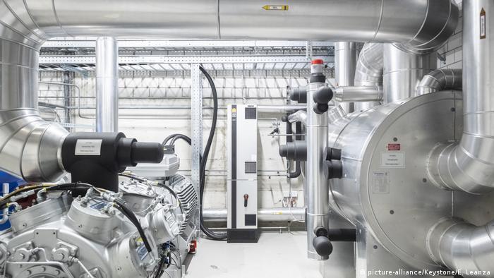 Wärmepumpe und Rohre des Energieverbunds in Neuhausen am Rheinfall
