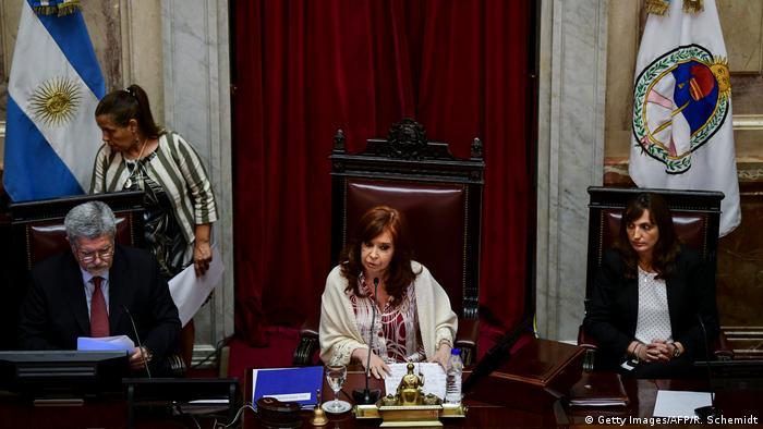 Cristina Fernandez de Kirchner im Parlament (Getty Images/AFP/R. Schemidt)