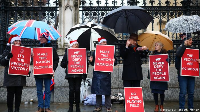 Brexit supporters outside the UK's parliament