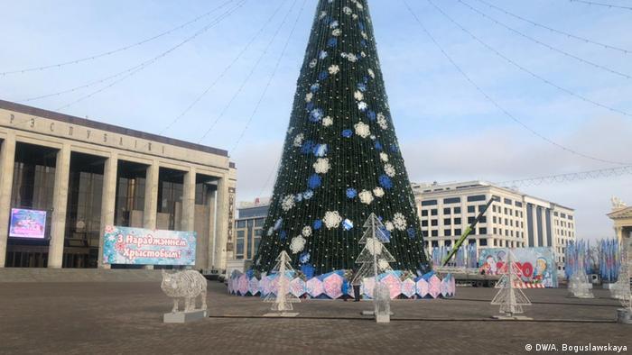 Пустая Октябрьская площадь во митинга за интеграцию России и Беларуси