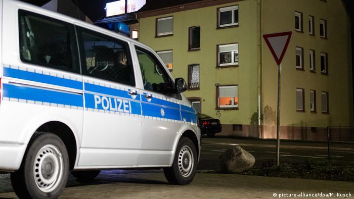 Police van in front of house in Recklinghausen