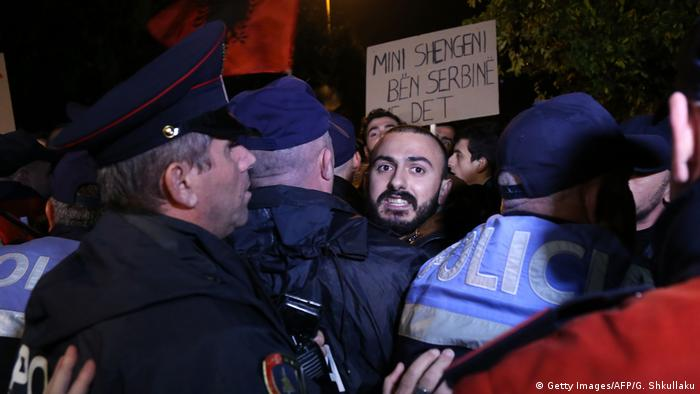 Albanien Tirana Protest gegen serbischen Premier