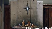 Westjordanland Bansky Kunstwerk im Walled-Off Hotel in Bethlehem