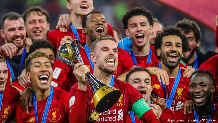 نجوم ليفربول مع كأس العالم للأندية