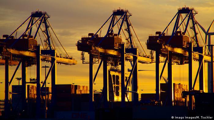 Hamburger Hafen Symbolbild Wirtschaft Export (Imago Images/M. Tischler)