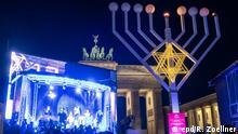 Groesster Chanukka-Leuchter Europas in Berlin entzuendet