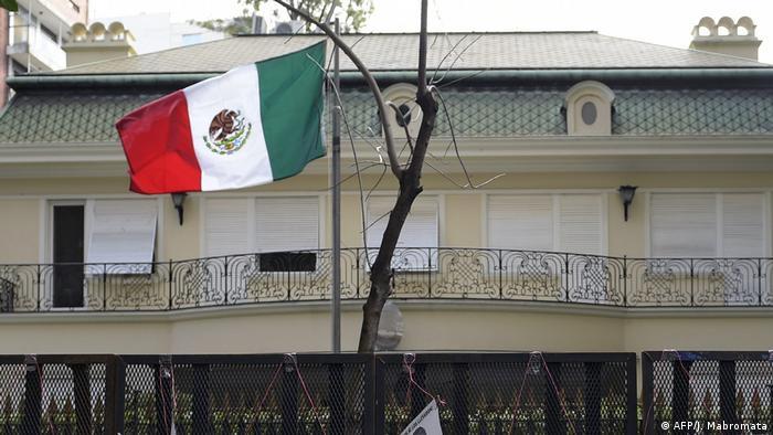 Foto de la fachada de la Embajada de México en Argentina.