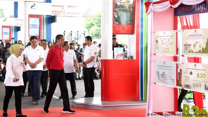 Indonesia Jakarta | Präsident Joko Widodo besucht Tankstelle MT Haryono zum Start des Biodiesel B30
