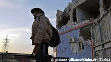 (191202) -- TRIPOLI, Dec. 2, 2019 (Xinhua) -- A fighter of the UN-backed government forces of Libya is seen in south of Tripoli, Libya, on Dec. 2, 2019. Heavy clashes erupted Monday in south of Tripoli between forces of the UN-backed government and the eastern-based army, causing civilian and military casualties. (Photo by Hamza Turkia/Xinhua) | Keine Weitergabe an Wiederverkäufer.