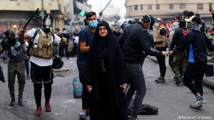 المتظاهرة العراقية أم مهدي (66 عاماً) في بغداد