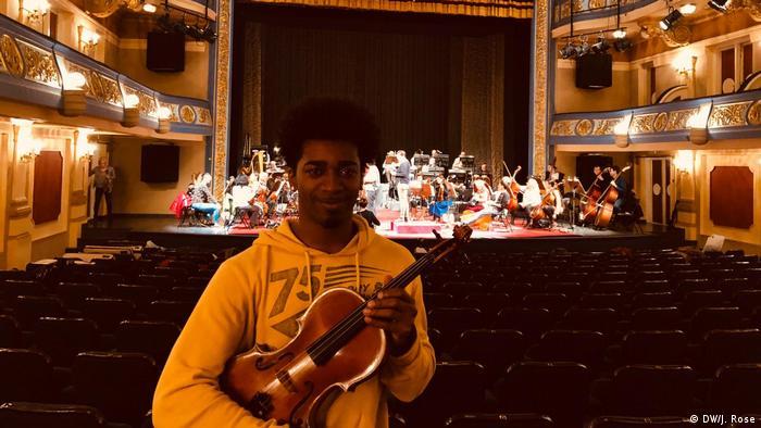Sarajevo Philharmonie - Dwaine Beach aus Belizea (29) ist Geiger