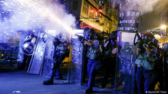 Police fire tear gas at anti-extradition bill protesters during clashes in Sham Shui Po (REUTERS/Thomas Peter/File Photo)