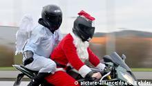 Weihnachtsmänner auf Motorrädern BdT