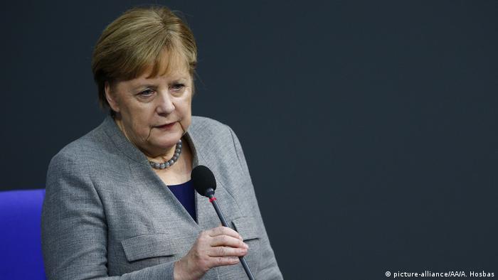 Berlin | Angela Merkel im Bundestag (picture-alliance/AA/A. Hosbas)
