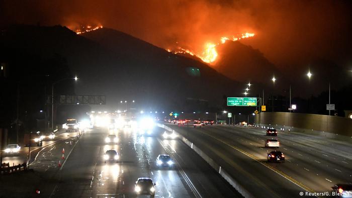 USA Waldbrände an Freeway 405 West Los Angeles Kalifornien (Reuters/G. Blevins)
