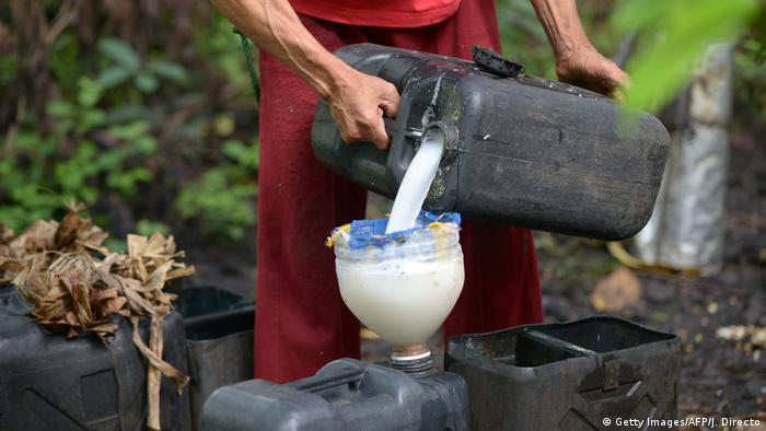 Coconut sap being poured to make Lambanog