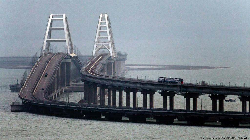 Putin Train Ride Bridges Crimea Russia Gap News Dw 23 12 2019