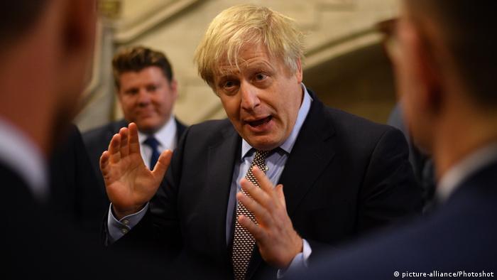 Großbritannien London | Boris Johnson im Gespräch mit neugewählten Abgeordneten