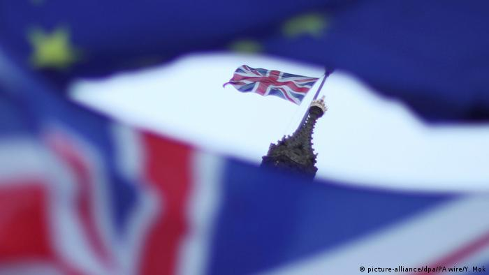 Großbritannien London | Fahne Großbritanniens vor dem Parlament in Westminster