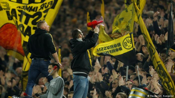 Fußball Bundesliga - Borussia Dortmund v RB Leipzig Fans (Reuters/L. Kuegeler)