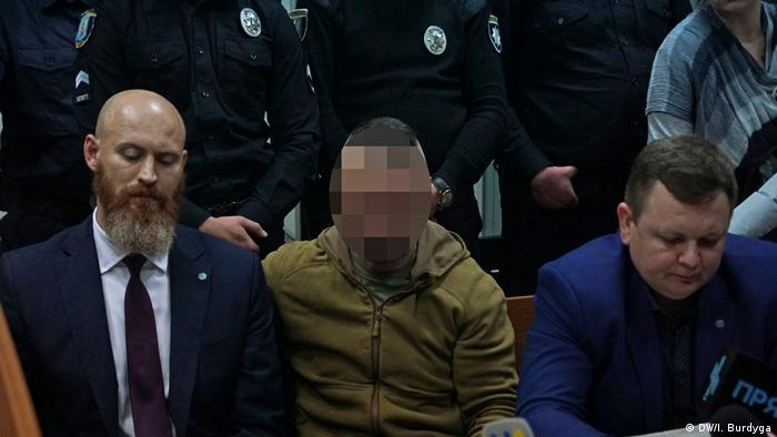 Вбивство Шеремета: підозрюваний Андрій Антоненко (у центрі) у залі суду (архівне фото)