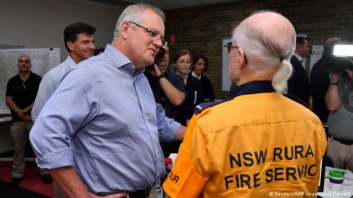 Scott Morrison visits volunteer fire and rescue workers