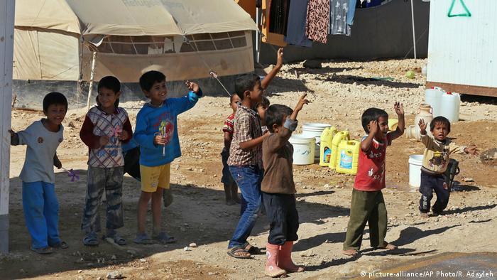 Syrien Zaatari Flüchtlingslager Kinder (picture-alliance/AP Photo/R. Adayleh)