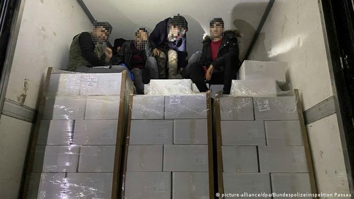 کشف ۳۸ پناهجو در یک کامیون یخچالدار در اتریش