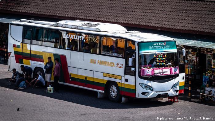Gambar ilustrasi bus antarkota