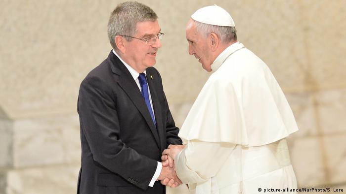 Президент МОК Томас Бах и папа римский Франциск