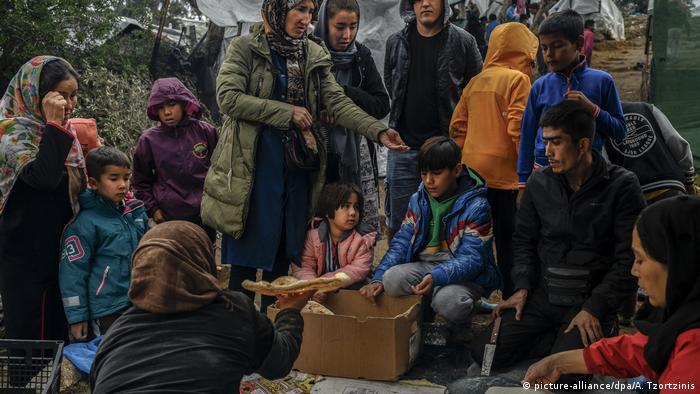 Griechenland Insel Lesbos Kinder im Flüchtlingslager (picture-alliance/dpa/A. Tzortzinis)
