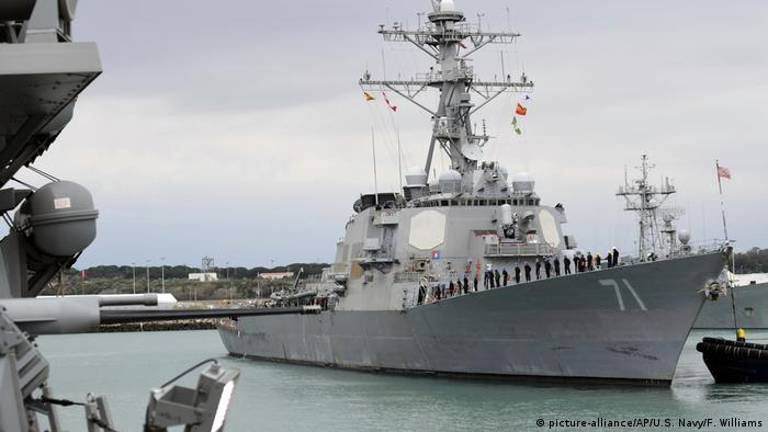 Американский ракетный эсминец USS Ross