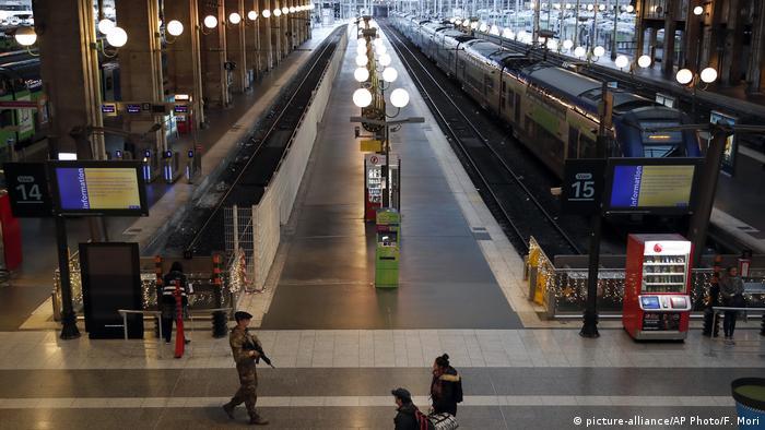 Багато потягів у Франції на свята скасовано через страйк, на фото - Північний вокзал у Парижі, 24 грудня 2019 року