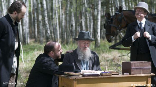 Росчерк пера, и все литературные труды Льва Толстого принадлежат народу. Но народу ли?