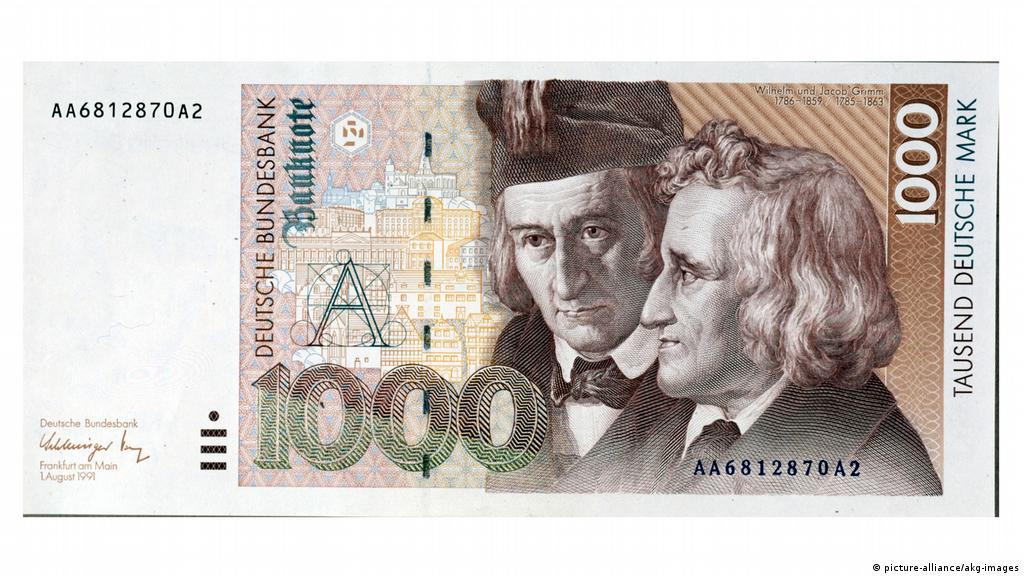 German man finds 50,000 Deutschmarks hidden in flea market clock | News |  DW | 24.12.2019
