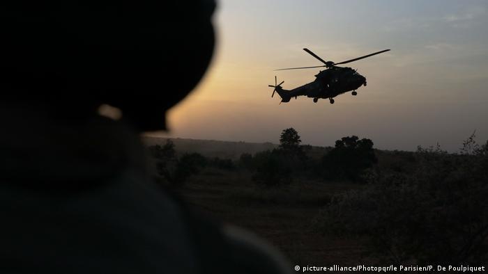 Французький військовий гелікоптер у Буркіна-Фасо під час операції проти ісламістів
