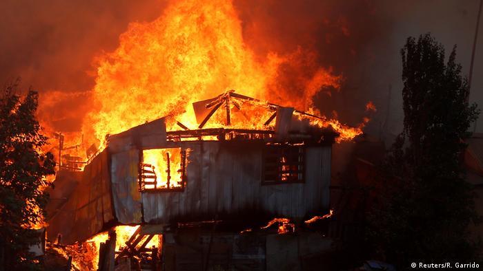 Chile   Fire in Valparaiso (Reuters/R. Garrido)
