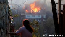 24.12.2019+++Valparaiso, Chile+++ A house burns following the spread of wildfires in Valparaiso, Chile, December 24, 2019. REUTERS/Rodrigo Garrido