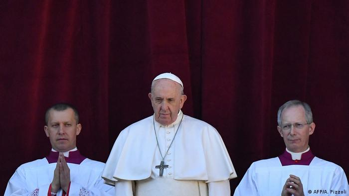 Pope Francis delivers urbi et orbi Christmas address in Rome