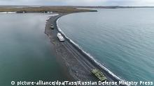 18.07.2019, Russland: NOVAYA ZEMLYA ARCHIPELAGO, RUSSIA - JULY 18, 2019: Tor-M2DT Arctic surface-to-air missile systems during military exercises. The new surface-to-air missile system is used in high-altitude regions of the Arctic for the first time. Video screen grab. Russian Defense Ministry Press Office/TASS Foto: Russian Defense Ministry Press O/TASS/dpa |