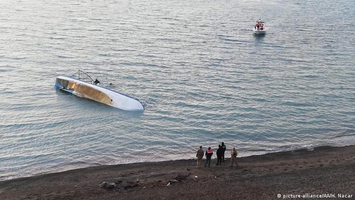 Човен із мігрантами перекинувся поблизу берега озера Ван у Туреччині