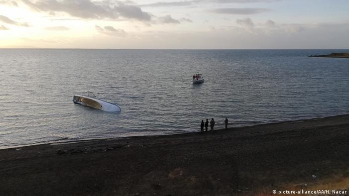 Al menos siete personas murieron este jueves al hundirse en el lago de Van, en el este de Turquía, un bote que trasladaba a inmigrantes en situación irregular, informó el Gobierno de la provincia de Van en un comunicado. (26.12.2019).