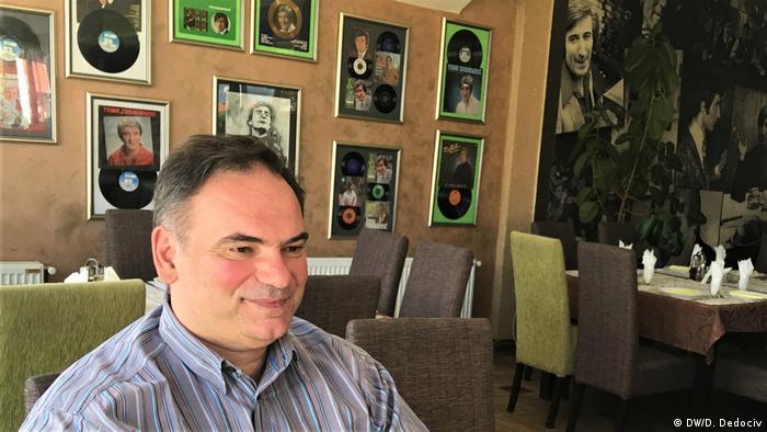 Dragoslav Dedović u kafani Tomina priča u Leskovcu